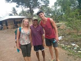 Paikallinen opas pikkukylässä lähellä Labuan Bajoa